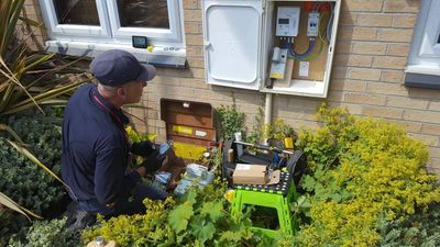 Scottish-Power-Engineer-installing-smart-meters (1).jpg